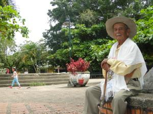 Don Florencio en el parque de Tauramena.