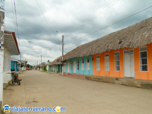 Calle típica de Ciénaga de Oro.