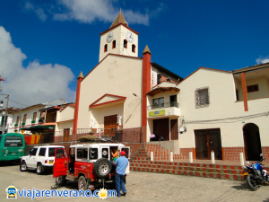 Iglesia y campero.