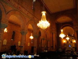 Interior de la Catedral de Girardota.