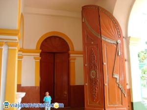 Puerta de la Iglesia.