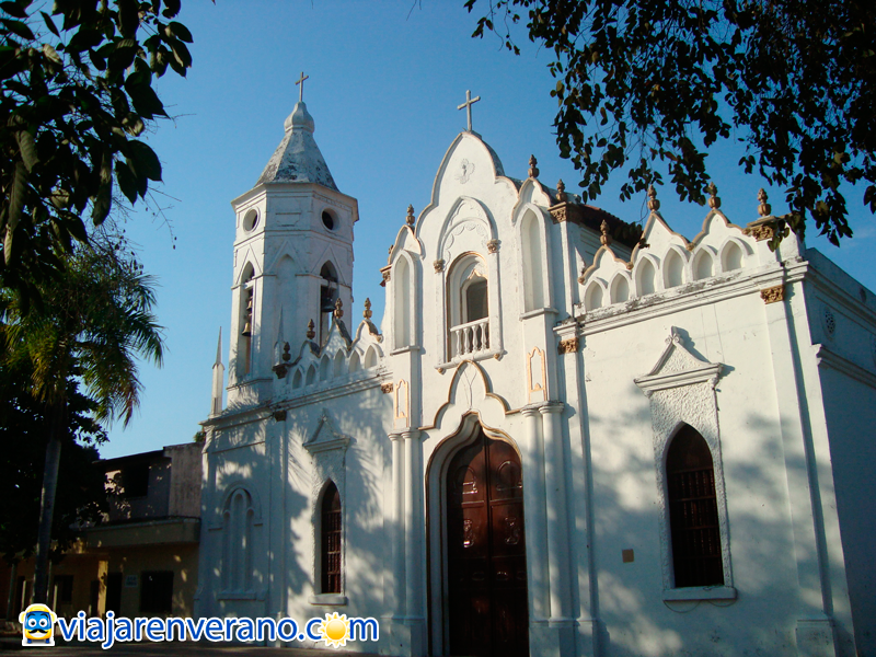 Frontis iglesia San Juan Evangelista.