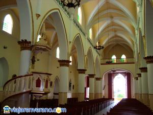 Columnas de la iglesia.