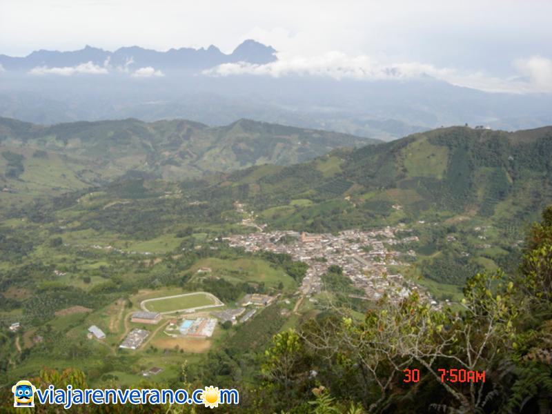 Vista del pueblo, desde lo alto.