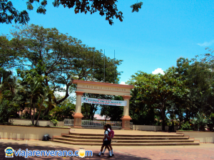Monumento en plaza principal.