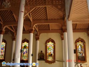 Interior Iglesia de Yolombó.