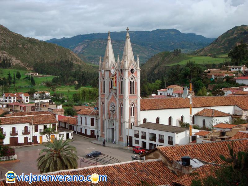 Iglesia y Plaza.