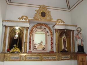 Altar lateral en la iglesia de Santo Domingo.