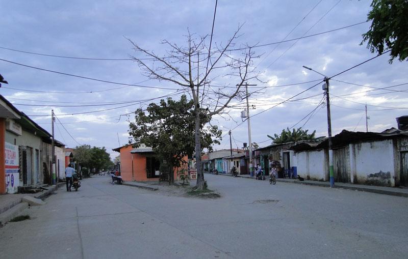Calle principal del pueblo.