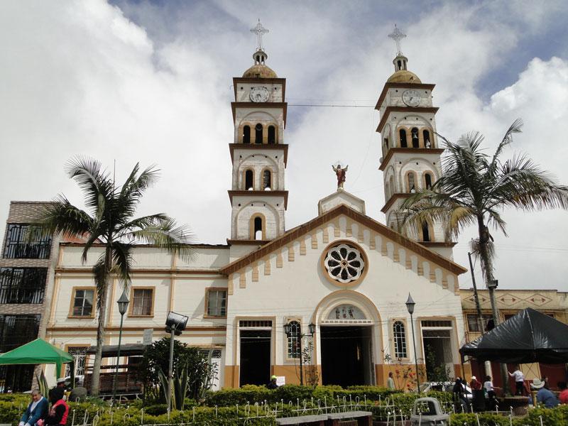Iglesia y Parque central