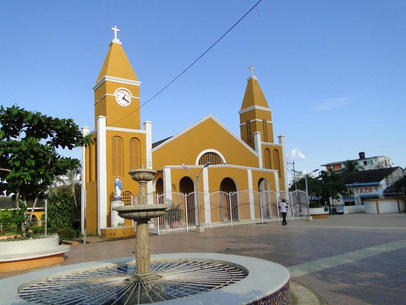 Iglesia y fuente.