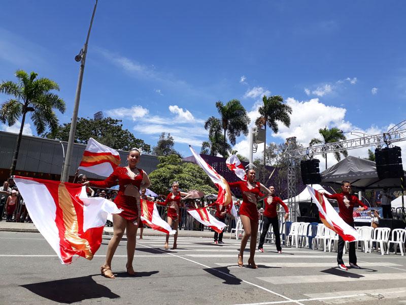 Banderas coloridas.