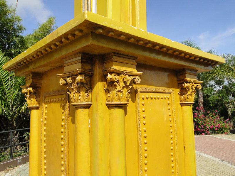 Pedestal adornado.