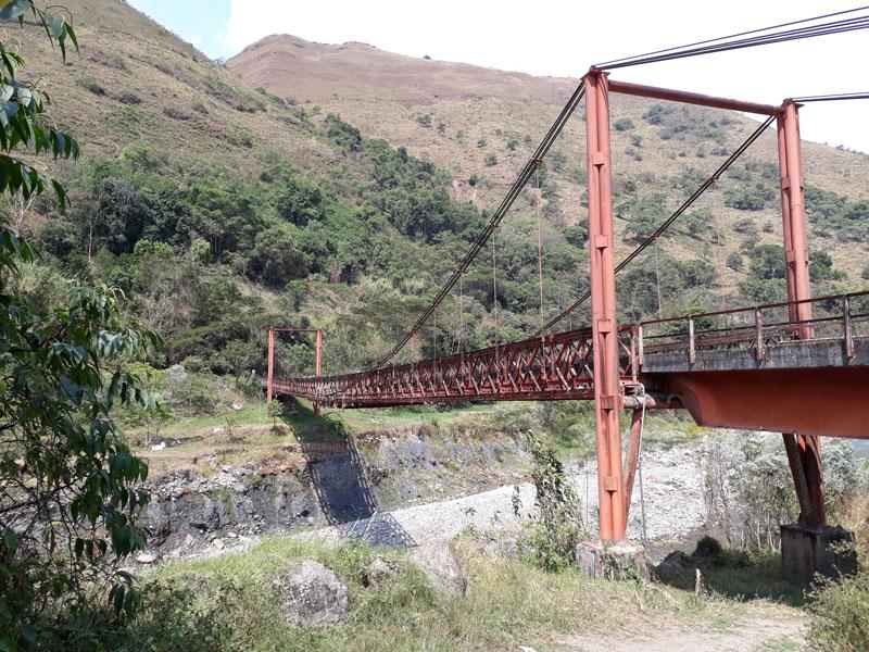 Puente rojo.