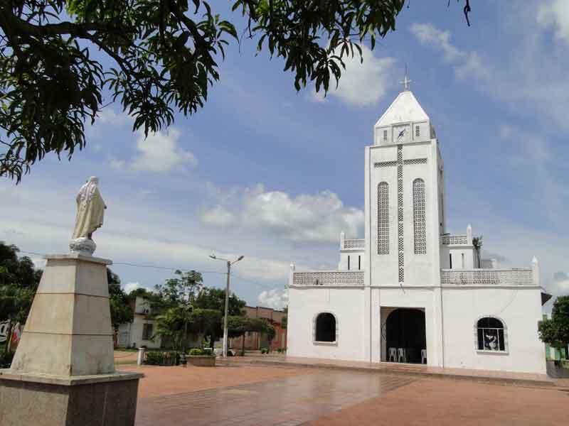Iglesia y Virgen.